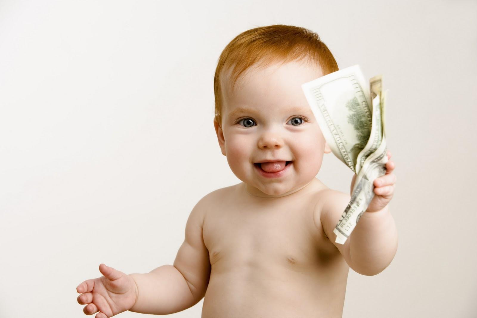 Опекуны получают деньги для расходов на ребенка